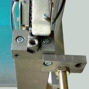 TF-trilkom-trilvuller-met-KF-bunkertrilgoot-en-lineair-toevoer-voor-lasmoeren-2-AViTEQ