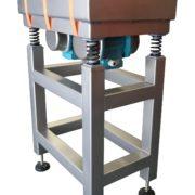 Triltafel-VT-spoelbak-3D-reinigen-geprinte-producten-met-spanbanden-AViTEQ